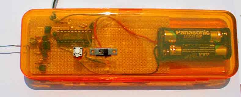 Broadband RF Field Strength Probe  using Atmel AT90S1200A AVR controller