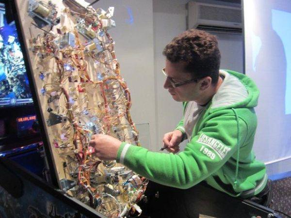 How Pinball Machines Work