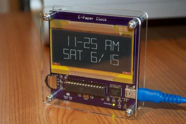E-Paper clock in a Sick of Beige case