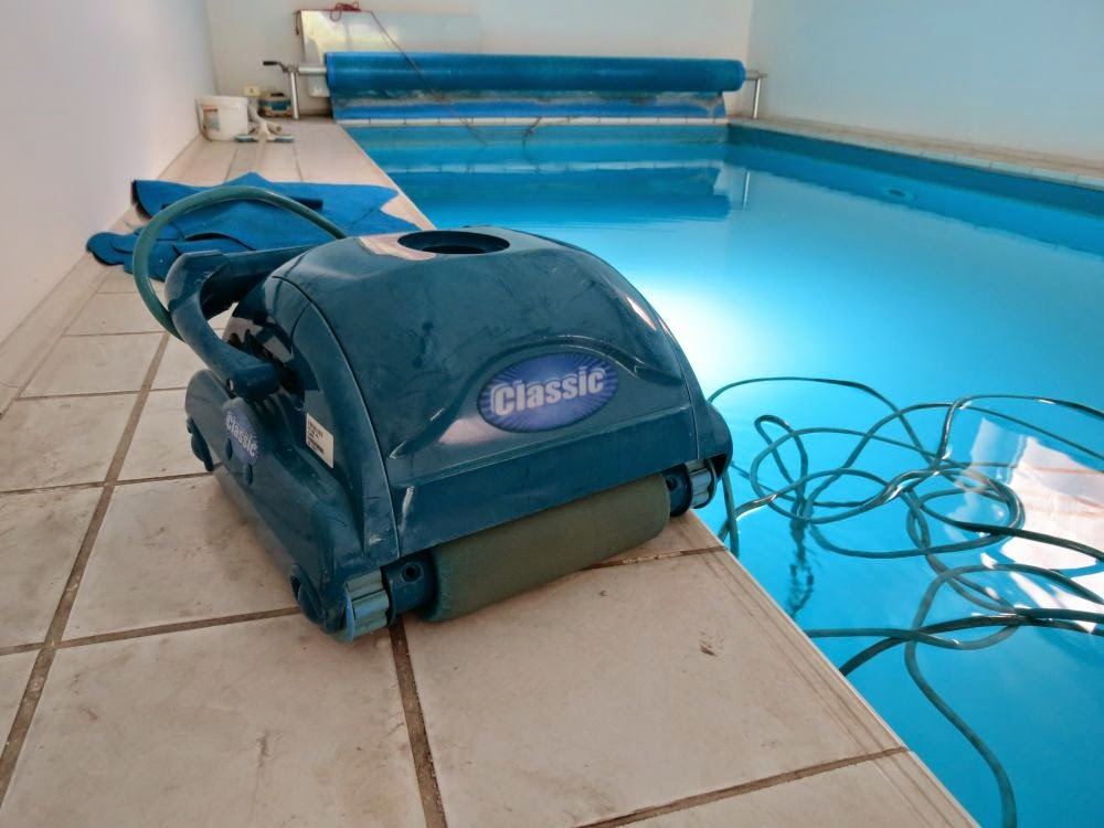 A pool cleaning robot custom electronic based on AVR ATmega8 microcontroller