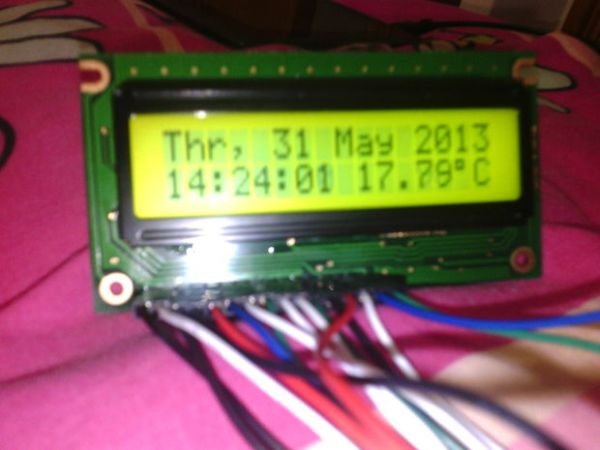 Make yourself a homemade clock with thermometer using ATMEGA128