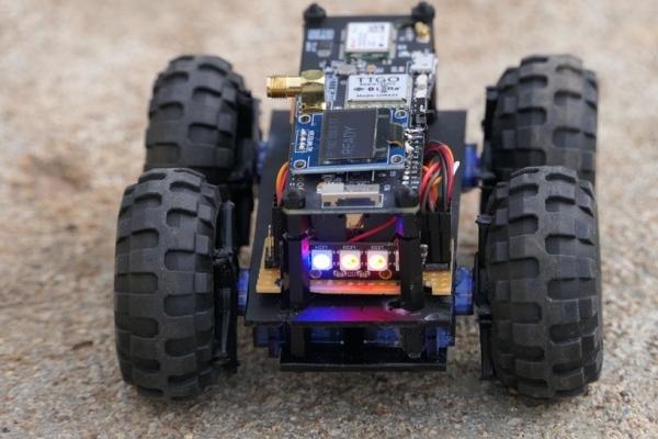 ESP32 Robot Using Servos