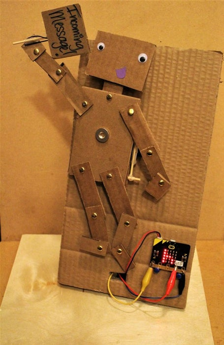 Micro-Bit-Puppet-Text-Messaging